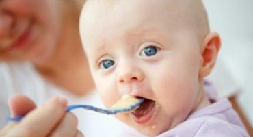 چه چیزهایی را میتوانم به نوزادم بچشانم؟