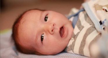 حرکات نوزاد یک ماهه بدون علت نیست