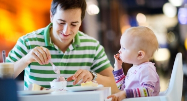 ناهار خوردن در رستوران با نوزاد (هشت ماهگی)